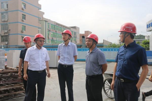 公司总经理钟正君 党委书记马亮到平湖医院项目部检查工作