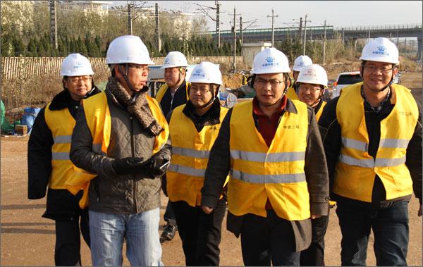 集团工会主席张文杰检查青岛枢纽项目