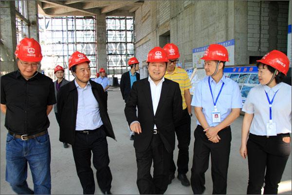王广钟检查中铁二局已完工第一高楼